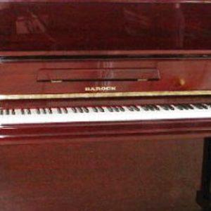 直立練習鋼琴